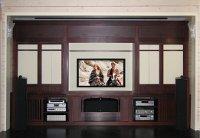Домашний кинотеатр, экран поднят, работает телевизор. миниатюра