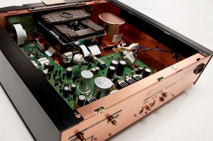 Референсный SACD-проигрыватель Marantz KI Pearl. Вид изнутри.